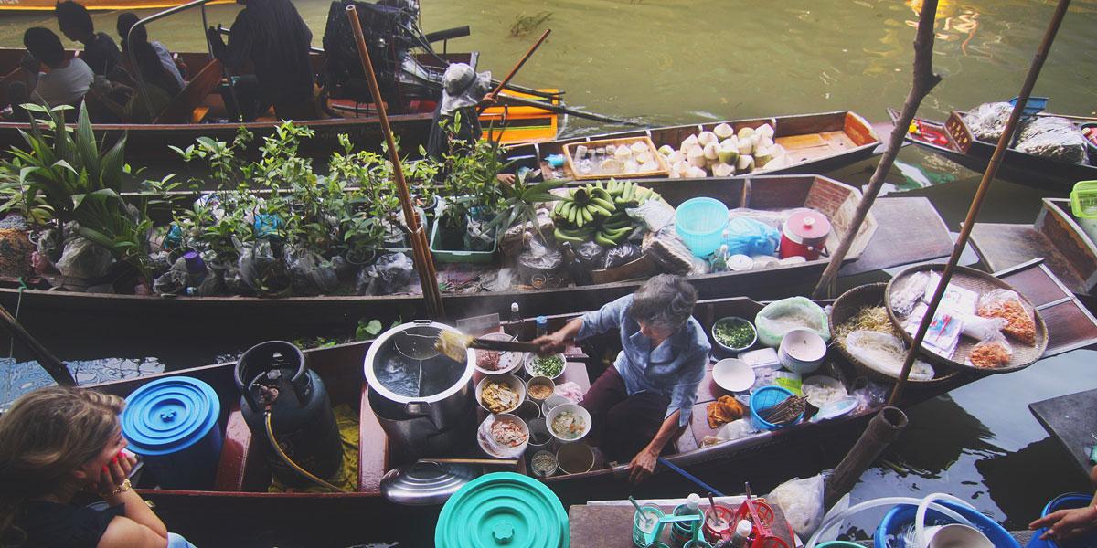 Umgangsformen in Thailand und ein Hirsch in der Brunftzeit