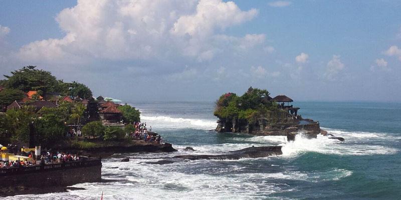 Die Meerestempel Tanah Lot und Batu Bolong auf Bali