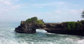 tanah-lot-batu-bolong