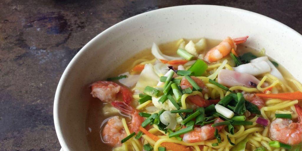 Suppe mit Garnelen