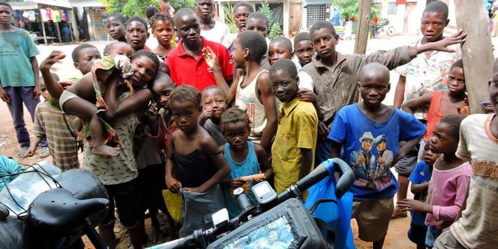 kinder-in-mosambik